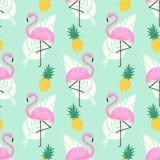O teste padrão sem emenda na moda tropical com flamingos cor-de-rosa, os abacaxis e as folhas de palmeira na hortelã esverdeiam o Imagem de Stock Royalty Free