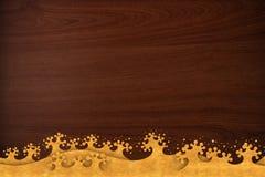 O teste padrão tailandês cinzela o ouro da onda na textura de madeira Imagem de Stock Royalty Free