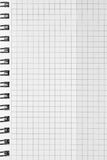 O teste padrão verificado do fundo do caderno espiral, vertical chequered o espaço aberto esquadrado da cópia do bloco de notas,  Fotos de Stock