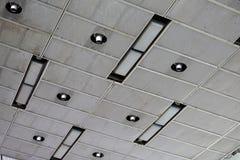 O teto na construção industrial foto de stock