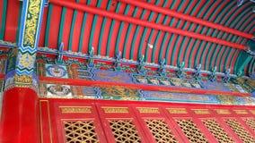 O teto vermelho bonito do ` s do templo Imagem de Stock