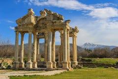 O Tetrapylon, porta monumental nos Aphrodisias Turquia Imagem de Stock