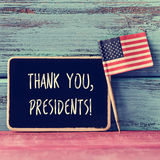 O texto agradece-lhe presidentes em um quadro e na bandeira dos E.U. Imagens de Stock
