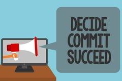 O texto da escrita da palavra decide comete sucede O conceito do negócio para conseguir o objetivo vem em um alcance de três etap Fotografia de Stock
