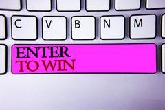 O texto da escrita da palavra entra para ganhar Conceito do negócio para o prêmio da recompensa da concessão dado visitando uma o imagens de stock