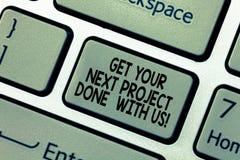 O texto da escrita da palavra obtém seu projeto seguinte feito connosco Conceito do negócio para que oferecer execute trabalhos d imagens de stock