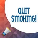 O texto da escrita da palavra parou fumar Conceito do negócio para o processo de interromper o cigarro e alguma outra placa enorm ilustração royalty free