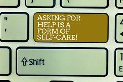 O texto da escrita da palavra que pede a ajuda é um formulário do cuidado do auto O conceito do negócio para esteja aberto pedir  imagens de stock