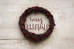 O texto do Feliz Natal assina dentro o wr simples mínimo à moda do Natal Foto de Stock Royalty Free