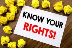 O texto escrito à mão que mostra a palavra conhece seus direitos Justiça Education Written da escrita do conceito do negócio no p Foto de Stock Royalty Free