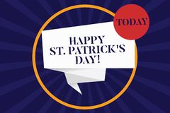O texto St Patrick feliz S da escrita é dia Os encantos afortunados e os trevos do verde da celebração da Irlanda do significado  ilustração royalty free