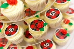 o 50th copo de Bithday endurece com tarten Fotografia de Stock Royalty Free