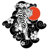O tigre com flor e a tatuagem japonesa da nuvem projetam o vetor fotografia de stock