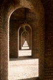 O tijolo arqueia #1 Fotos de Stock Royalty Free