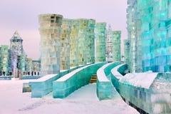 O tijolo e as torres do gelo no parque fotografia de stock royalty free