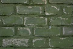 O tijolo pintado velho descascou fora, resistiu de vez em quando lascou-se e close-up destacado arrastado fotografia de stock royalty free