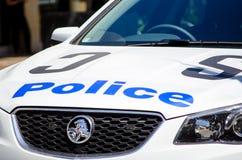 O tipo usado do carro de Holden do carro de polícia de Novo Gales do Sul do australiano, a imagem mostra seu logotipo no close-up fotografia de stock