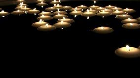 O tiro satisfying romântico confortável bonito maravilhoso da atmosfera na luz do chá scented a chama do fogo da vela que queima- filme