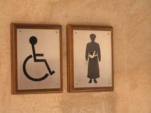 O toalete dos homens assina dentro Omã Imagem de Stock