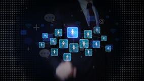 O toque do homem de negócios conecta povos, usando o serviço de rede social, conceito da tecnologia de comunicação ilustração stock