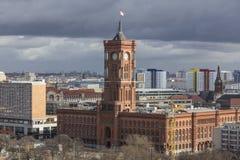 O townhall do vermelho de Berlim Alemanha imagens de stock royalty free