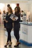 O tráfego das mulheres da expo de Lingrie do desfile de moda de Moscou Imagens de Stock