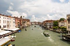 O tráfego dos navios e das gôndola em Veneza Foto de Stock Royalty Free