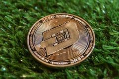 O traço é uma maneira moderna de troca e esta moeda cripto é meios de pagamento convenientes nos mercados financeiros e da Web imagem de stock royalty free