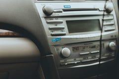O traço do carro/console central com multimédios centra-se imagem de stock royalty free