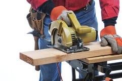 O trabalhador da construção com circular viu Fotografia de Stock Royalty Free