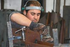 O trabalhador do ferro imagens de stock