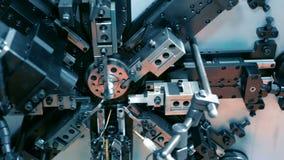 O trabalho do mecanismo da máquina de dobra automática do CNC Fabricação de uma mola do fio fino Pan Left à direita filme