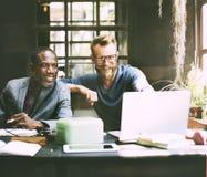 O trabalho dos homens de negócios determina o conceito do estilo de vida do espaço de trabalho Imagens de Stock Royalty Free