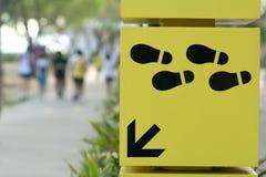 O trajeto de passeio assina esta maneira Foto de Stock Royalty Free