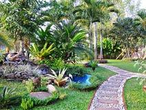 O trajeto no jardim. Fotos de Stock Royalty Free
