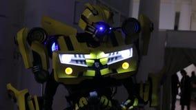 O transformador da abelha tropeçar filme