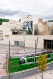 O transporte do museu e do bonde de Guggenheim Fotos de Stock