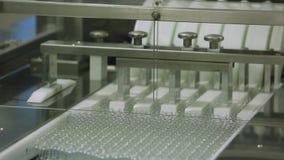 O transporte toma os gargalos para medicamentações líquidas na planta da medicina video estoque