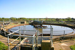 O tratamento de água de esgoto trabalha três fotos de stock