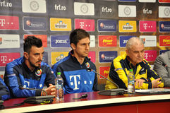 O treinador e os jogadores da equipa de futebol nacional de Romênia Foto de Stock Royalty Free