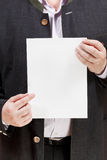 O treinador guarda a folha de papel vazia nas mãos Fotos de Stock