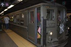 O trem da baixa tensão para na 42nd rua dirigida ao Yankee Stadium Imagem de Stock