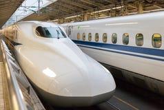 O trem de bala de 700 séries na estação do Tóquio Foto de Stock Royalty Free