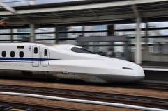 O trem de bala de voo em Japão fotos de stock royalty free
