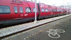 O trem de DSB em Dinamarca tem os assentos de bicicleta disponíveis Fotos de Stock Royalty Free