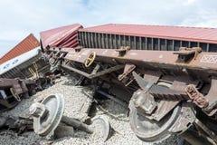 O trem descarrilhado treina no local de um acidente de trem no Ge fotos de stock royalty free