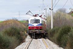 O trem descarrilhado treina no local de um acidente de trem no Ge imagem de stock