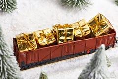 O trem do feriado leva presentes para o Natal Fotos de Stock Royalty Free