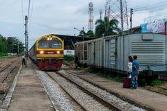 O trem está indo parar na estação Foto de Stock Royalty Free