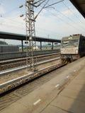 O trem lento de China sob o sol abrasador fotografia de stock